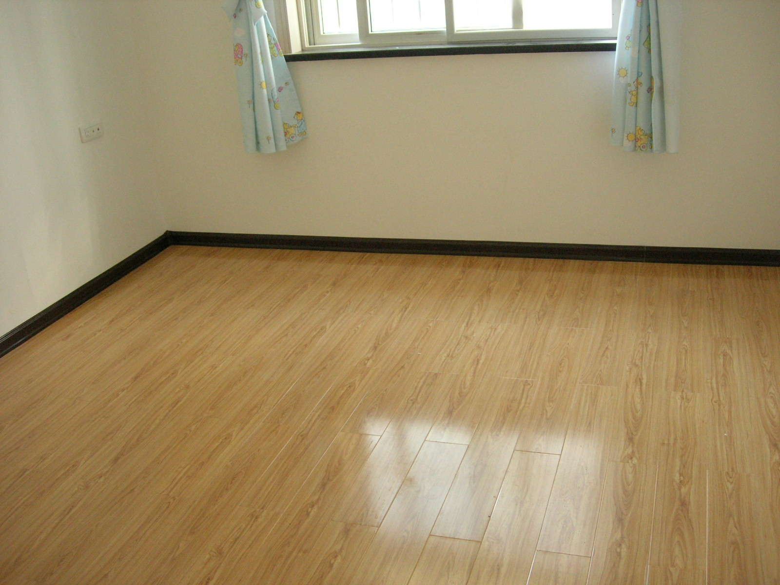 放飞心情,回归自然!格林豪斯地板优质基材,品质保证!有:防滑保健地板系列,抗菌地板系列,真木纹地板系列,陶瓷地板系列,总有一款适合您 联系我时请说明是在莘县在线看到的 同城交易请当面进行,以免造成损失。外地交易信息或者超低价商品请慎重,谨防上当受骗。