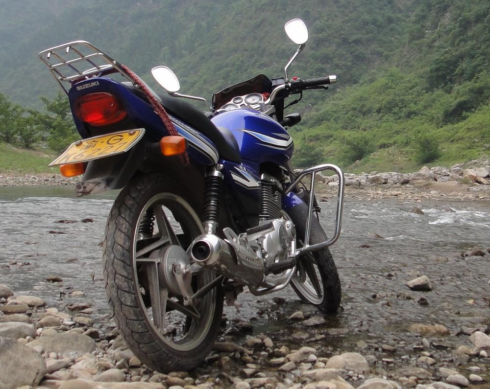 铃木en125摩托车出售