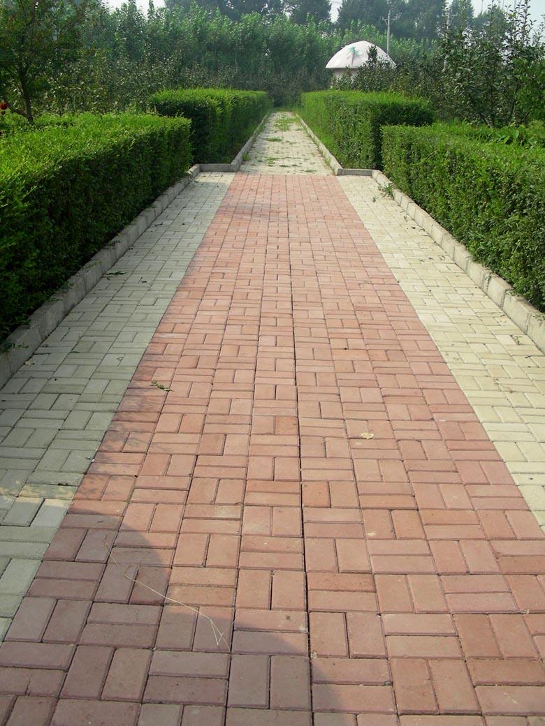 铺路沿石,人行道砖 高清图片