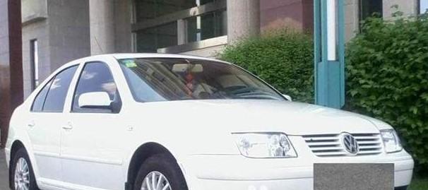 出售02年末白色宝来轿车