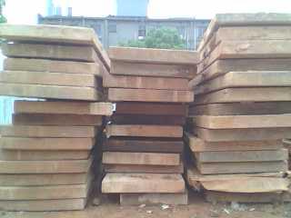 路基箱规格为长5.5米,宽1.3米,厚0.16米.