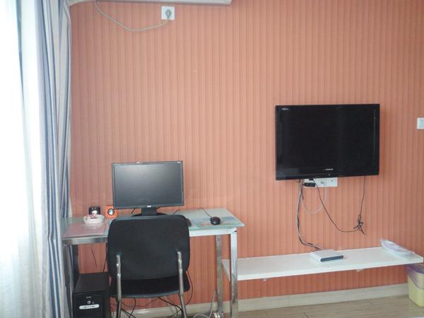 欧式大圆床电脑房