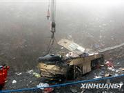 318国道湖北长阳段客车坠崖致7死19伤