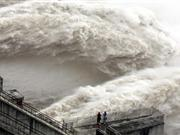 三峡大坝开闸孔大规模泄洪
