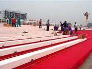 组图:国庆天安门观礼台加装长凳