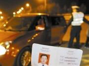 男子酒驾被查丢下9岁儿子弃车逃跑(图)