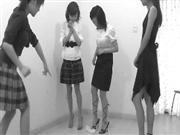 网上再爆虐兔视频:4女子把兔子当球踢