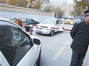 业主拒交提价停车费遭多人殴打 数车被砸