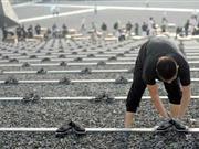 南京摆6380双布鞋纪念在日遇害中国劳工(图)