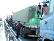京藏高速大堵车进入第四天 1小时仅前行百米