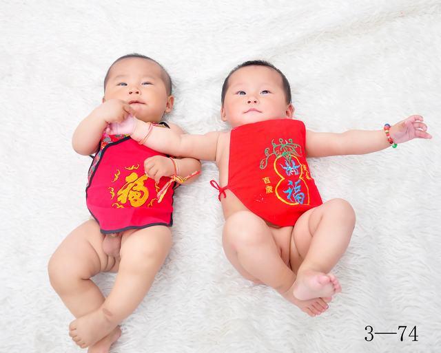 匿名网友     | 时间:2011-5-24 19:11:40  很可爱的双胞胎宝宝