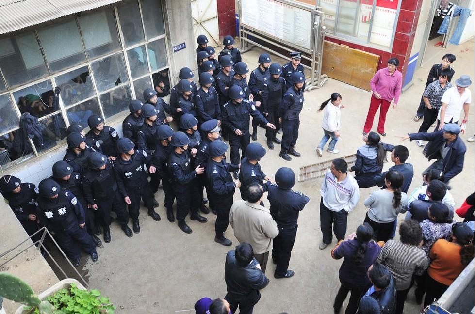 昆明40名保安围殴少年致死 事后称打错了 巩义国内热点