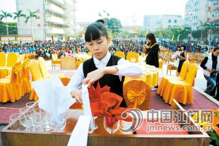 鹤山市职业中学学生比拼技能