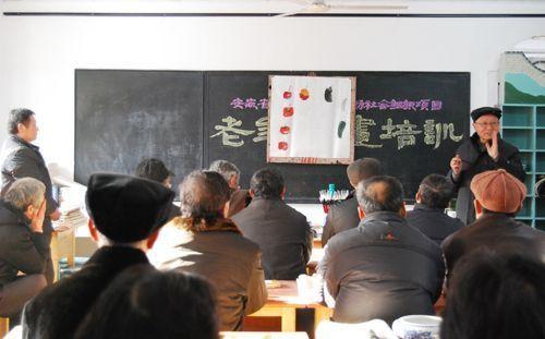 霍邱县老年书画培训班开班课堂图片