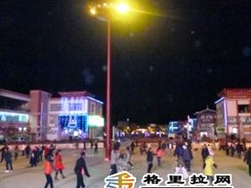 坛城广场民族健身舞又舞起来了