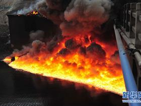 江苏无锡一家化工厂发生火灾醋酸泄漏
