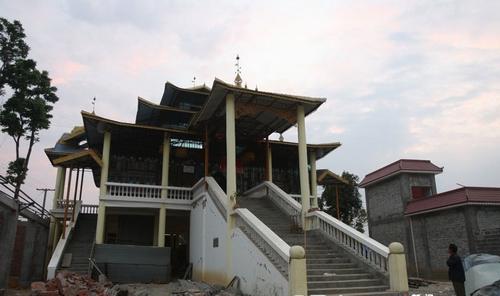 云南百年古寨傣族拉勐寨因地震损毁严重图片