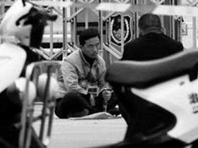男子携炸药雷管到云南省高院门前扬言自爆