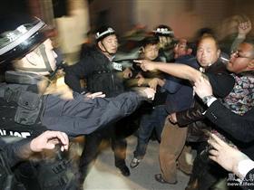 """北京40名法官法警兵分三路 深夜展开""""春风行动""""[高清大图]"""