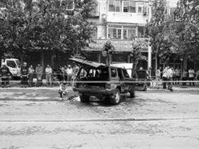 沈阳一男子驾车撞倒路人后向其扔6枚汽油弹