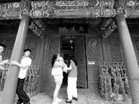 北京万寿寺长生殿整顿后重开 风水先生被请离