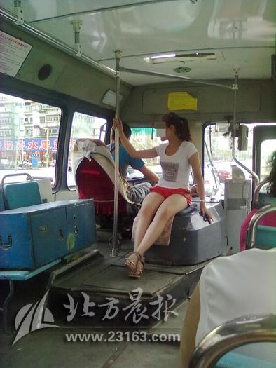 公交车简笔画大全 > 公交车卡通