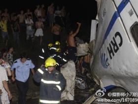 D3115次动车温州发生车厢脱轨坠桥事故
