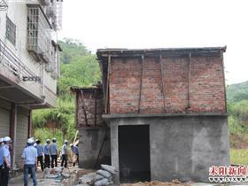 耒阳市部门联动强制拆除一违法建筑