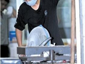杭州快递澳门拉斯维加斯网站里包裹爆炸 警方出动防暴车