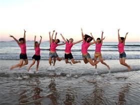 """东山海滩:美少女舞起""""水上巴蕾"""""""