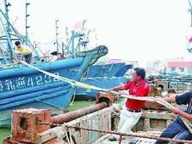 """""""梅花""""台风将至 烟台港近10年来首次采用疏港的方式躲避台风"""