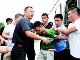 南京劫持大巴追踪 嫌犯杀人逃亡路上被擒