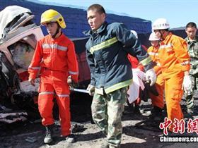 新疆一半挂货车疑刹车失灵连撞6车 致6死6伤