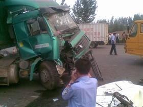 莱芜羊里特大交通事故,事故造成一人当场死亡