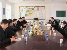 市长王金在长恒热电公司召开现场办公会