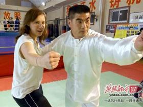 两名外国少女来学八极拳