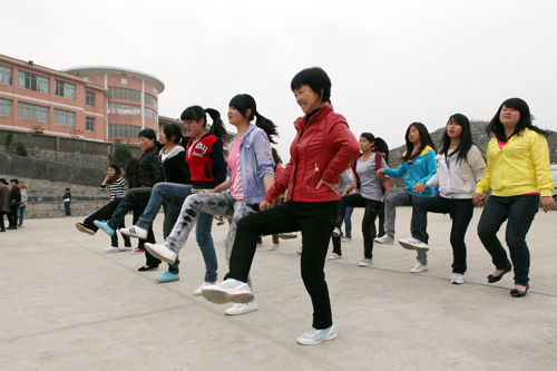殷飚彝族舞曲谱