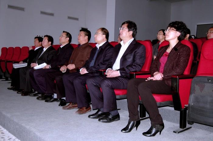 甘肃省委连辑一行,深入秦安大地湾遗址调研