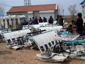 扎赉特旗农机局开展送农机具下乡活动