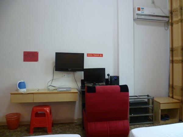 双人空调电脑房