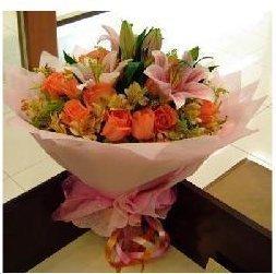 百合加玫瑰花束