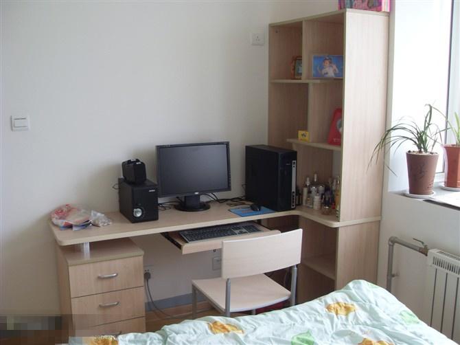欧式豪华卧室有床,梳妆台,电脑台,电视,衣柜