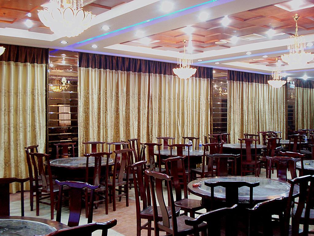 宾馆大厅窗帘效果图 家具