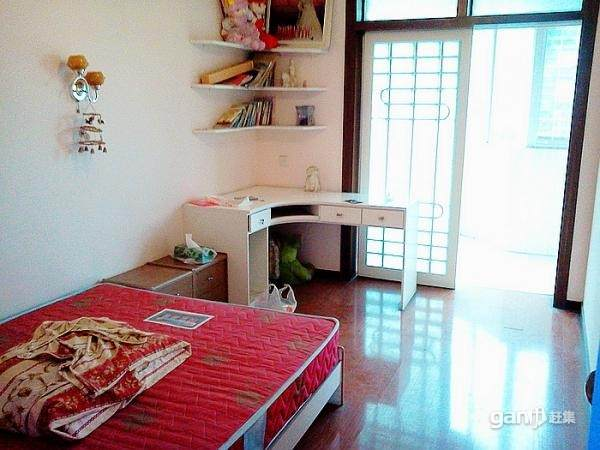 明珠小区 两室两厅一厨一卫 精装修 105平米