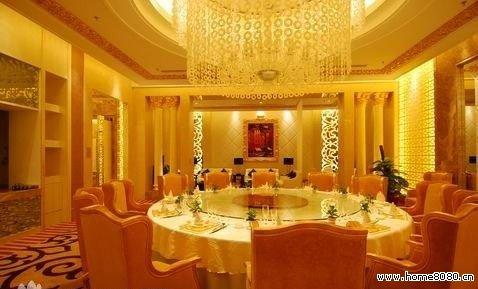 三和大酒店是按三星级标准兴建的一家商务性酒店。酒店位于市中心,地处武安市的繁华地带,地理位置优越,交通便利。 酒店设施齐全,装修豪华典雅,融欧式古典风格和现代设计风格为一体,别俱一格。酒店拥有多种类型的客房共 60余套,大型宴会厅,餐饮包厢24间及多功能厅,大小会议室等。