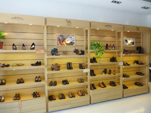 滑县骆驼皮鞋,服饰专卖店
