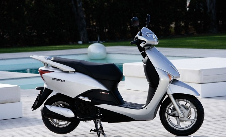 五羊本田摩托车官网请问 女式摩托车能否加汽车机油,是10w 40d的高清图片