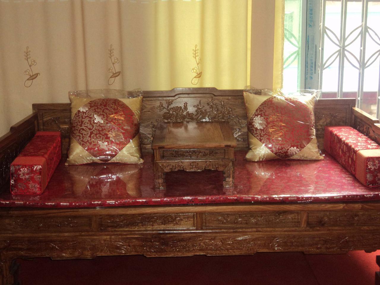 景乐轩红木家具店是专业经营中低档各式红木家具的.