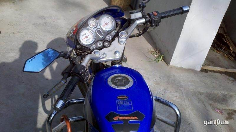 九成新钱江125摩托车
