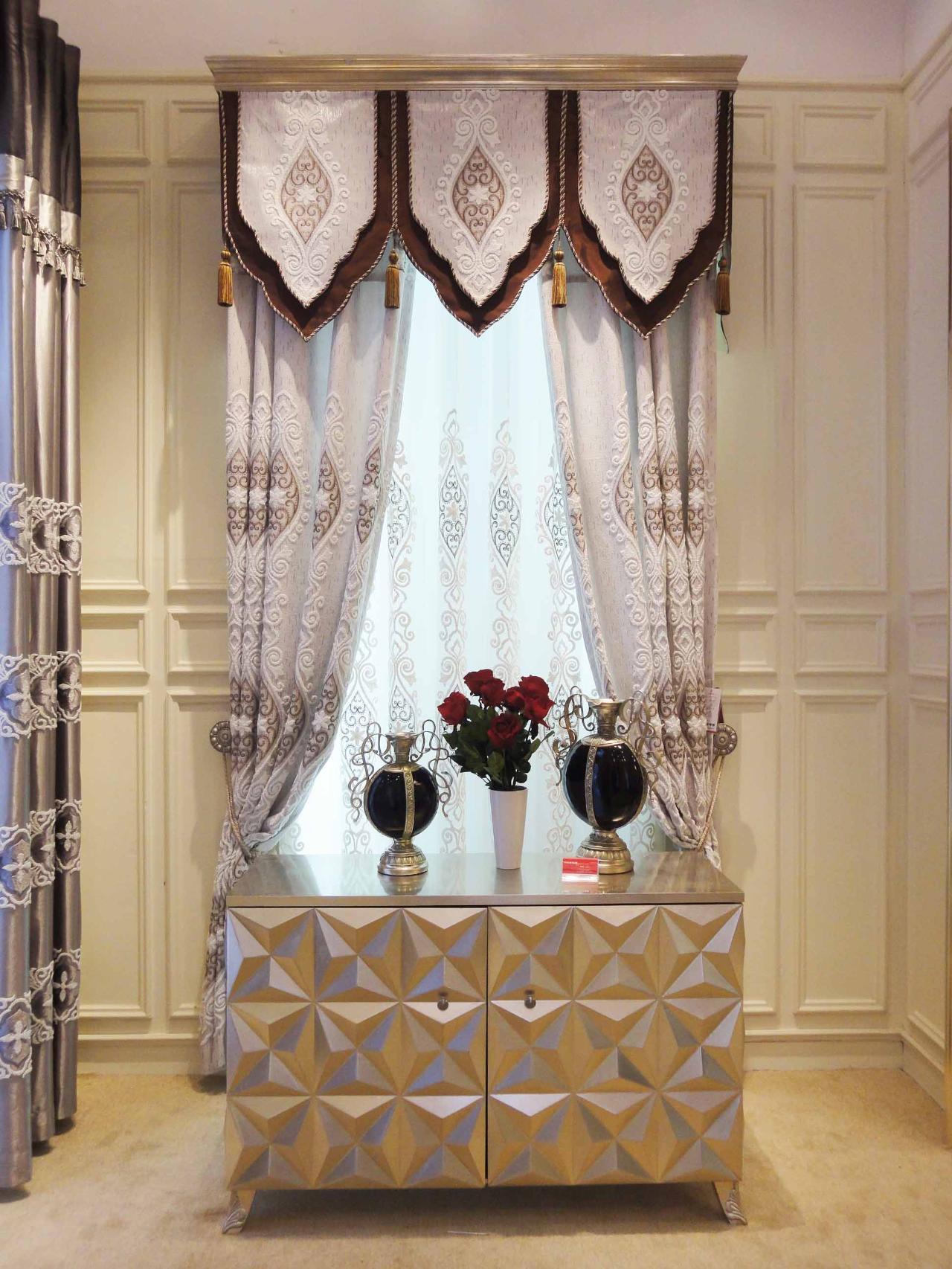 窗帘欧式花型的图片